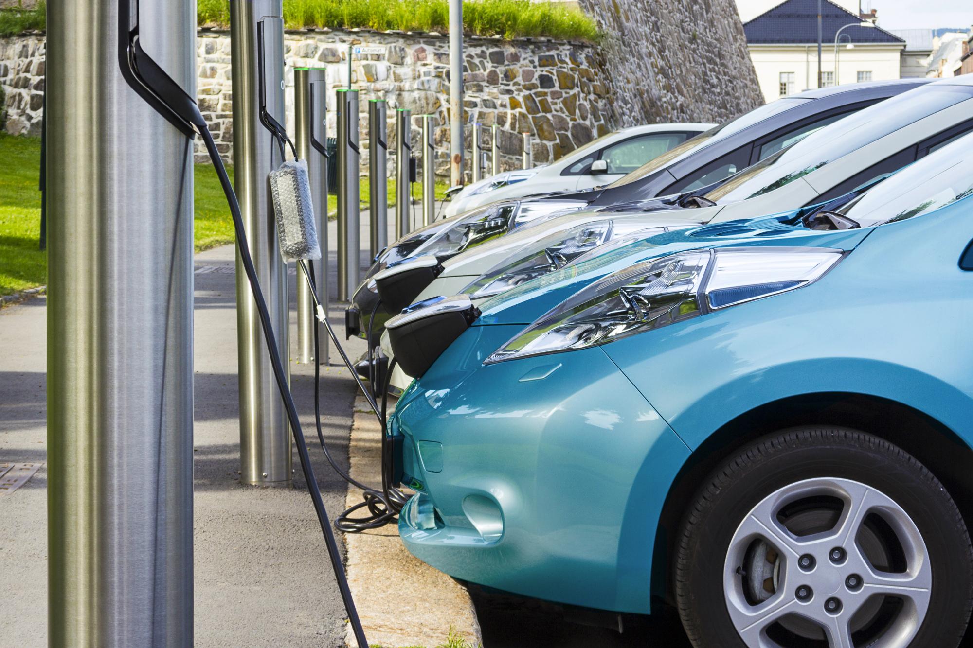 """LeasePlan Yeni """"Otomobil Maliyet Endeksi"""" Çalışmasını Yayınladı: Elektrikli Araçlar Artık Daha Rekabetçi!"""